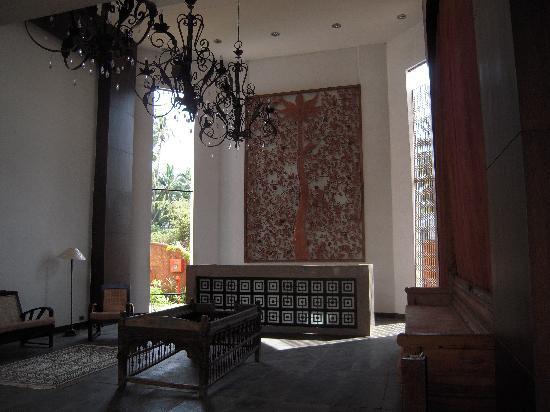 The O Hotel: lobby