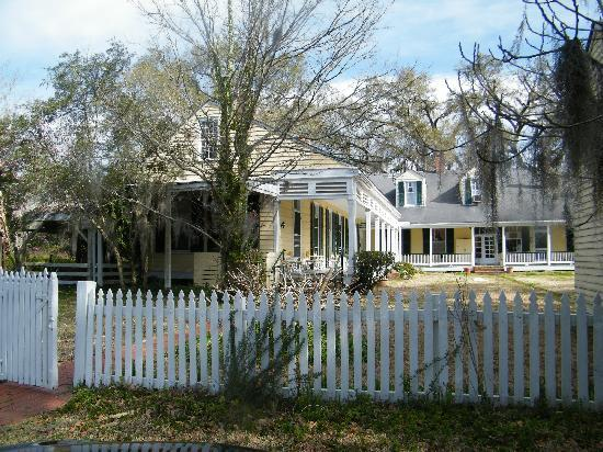 Cottage Plantation: View when you pull up