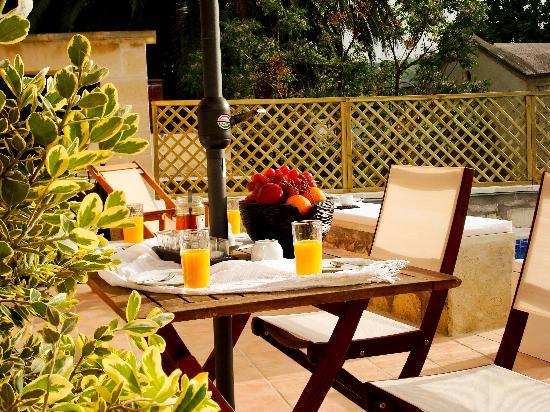 Niovi Traditional Guesthouses: Veranda