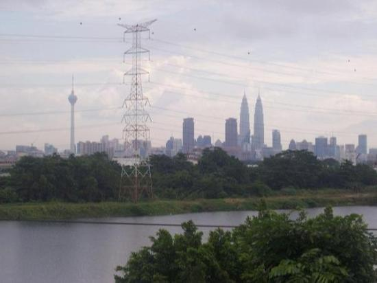 Petronas Twin Towers: Picture of Kuala Lampur (and Malaysia's 'Twin Towers') from the hill behind Pastor Alex's house