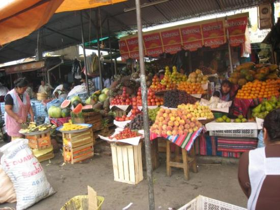 Cochabamba, Bolivia: Mercado La Cancha- a place where most anything from a suit for sunday church to beef liver can b