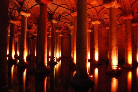Basilikacisternen: De Basilica Cisterne.