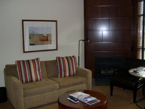 Four Seasons Resort and Residences Whistler: The couch and fireplace.