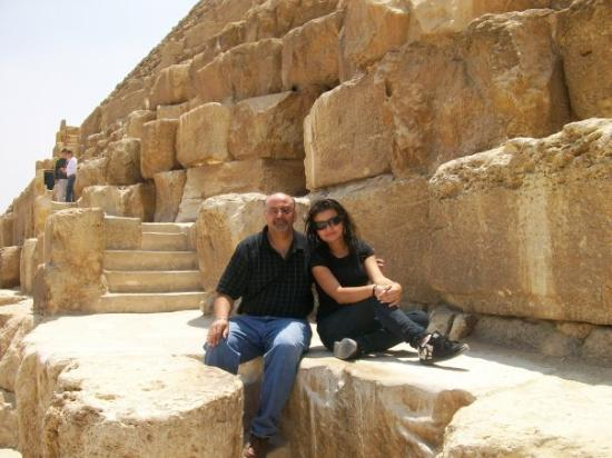 Sphinxen: sitting on the pyramids