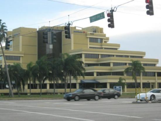 Fort Lauderdale, FL: Bank in Deefield Beach