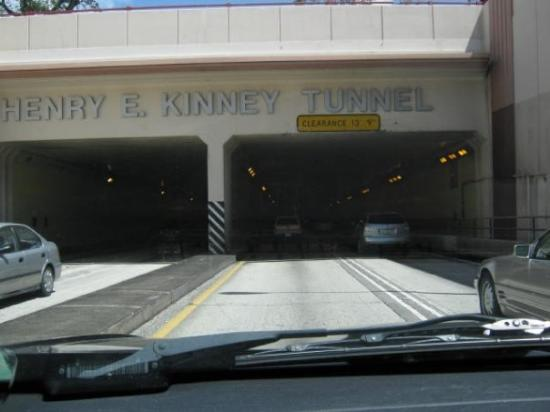 Fort Lauderdale, FL: Yes, there is a tunnel in Fort Lauderale