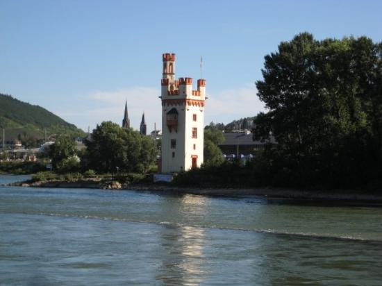 Bingen am Rhein, Tyskland: Der Mauseturm in the Rhein.