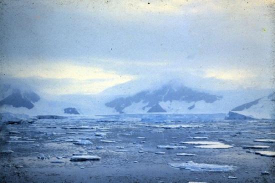 McMurdo Station: Cool bay near Ross Ice Shelf.