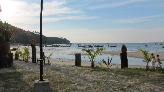 Andaman Bangtao Bay Resort: left side of the beach