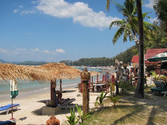 Andaman Bangtao Bay Resort: beach view to the right