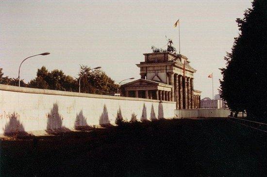 "Berlinmuren Minnesmerke: ""Mr. Gorbachev, TEAR DOWN THIS WALL...!"" (West) Berlin, (West) Germany"