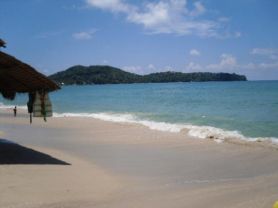Amora Beach Resort: Looking left from Amora Beach