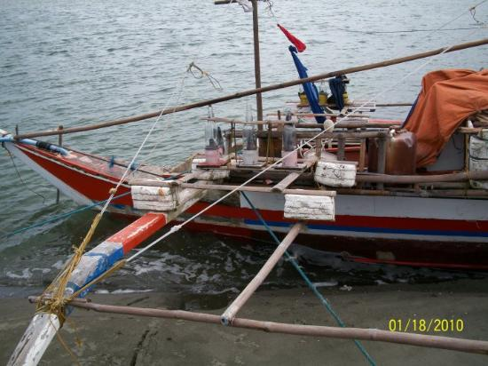 Roxas City, Filippinene: Fishing boat, notice thhe bottle with candles in them for lights
