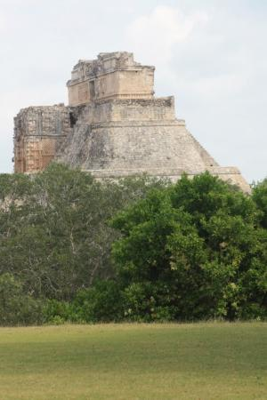 ‪‪Uxmal‬, المكسيك: Temple of the magician at Uxmal‬