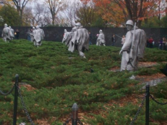 DC by Foot: war world 1 statues