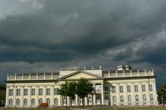 Kassel, Tyskland: I think this is a museum.  It was just cool how the sun was shining on it from the front, but to