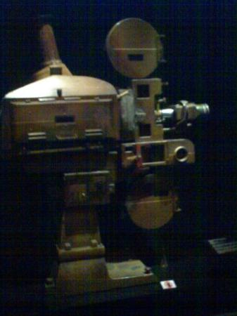 Nasjonalmuseet i Singapore: What's this? hm... projector...