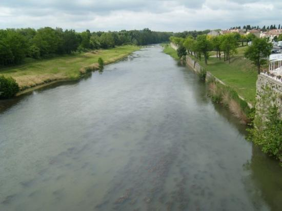 Carcassonne Center, Frankrike: Aude River