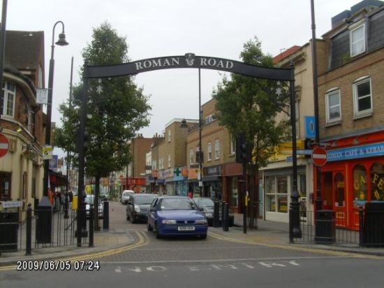 Salvador, BA: the roman road shopping district london 6/09