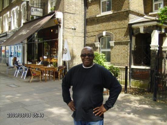 Salvador, BA: coffee spot around the corner from victoria park..06/09  london