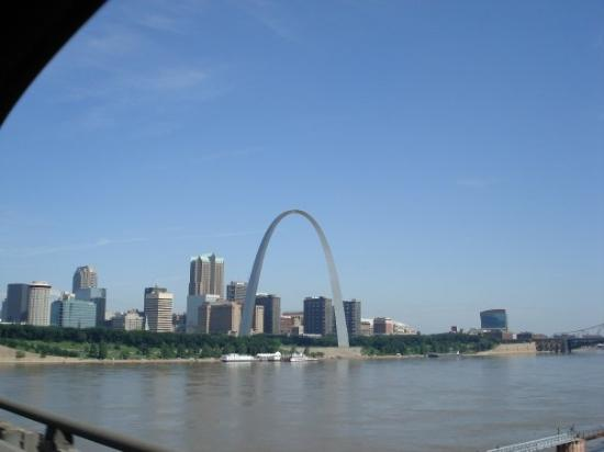 Saint Louis, MO: The gateway arch and Mississippi River in St. Louis,  MO
