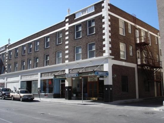 Gardner Hotel: Front of the Garder Hotel, Youth Hostel