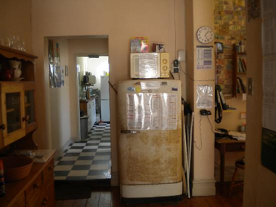Port Elizabeth Backpackers: through to kitchen