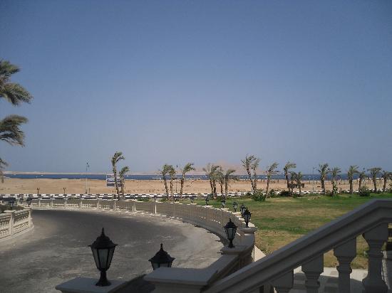 Tirana Aqua Park Resort: View towards beach from front of hotel