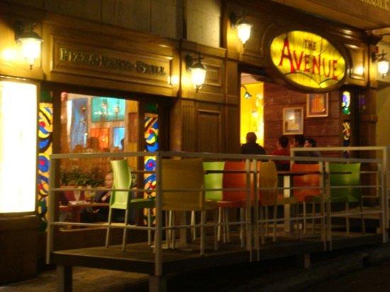 The Avenue: Fachada avenue