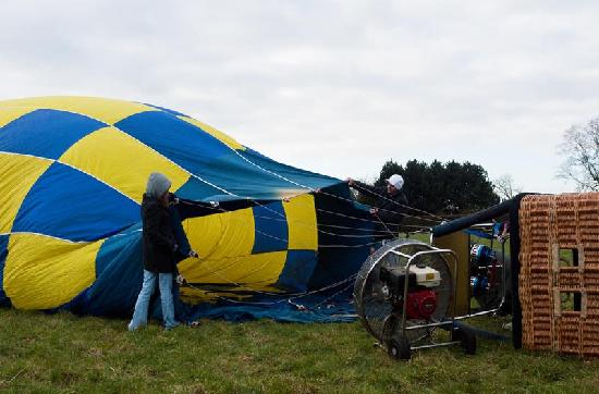 Bruges Ballooning: Setting up