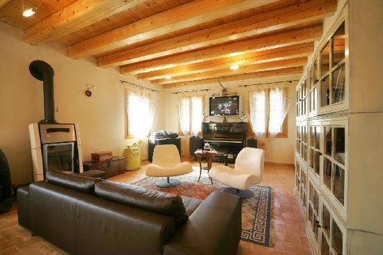 Monte degli Aromi: lounge room