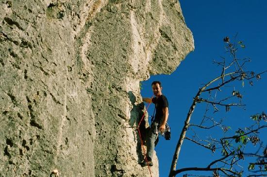 Monte degli Aromi: natural climbing wall
