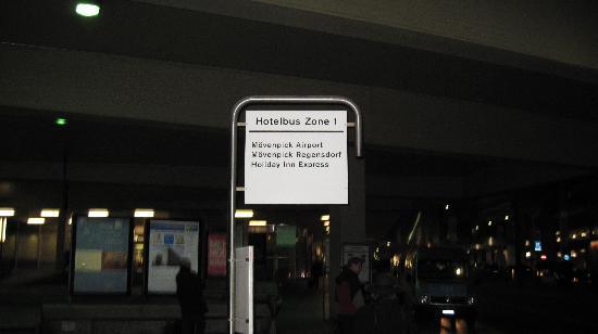 Holiday Inn Express Zurich Airport: HIE Zurich Rumlang Bus Stop