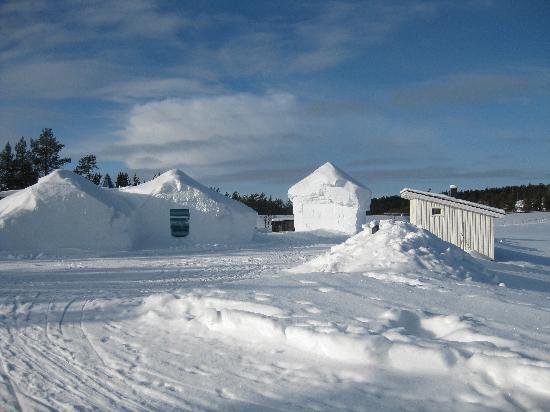 Kakslauttanen Arctic Resort: Schnee ( viel Schnee !)