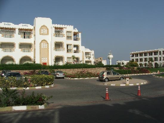 Tiran Island Hotel: The front of the Hotel