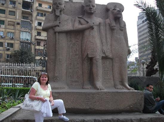 Parrotel Aqua Park: outside cairo museum