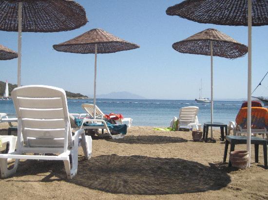 VClub Valtur: spiaggia attrezzata del villaggio