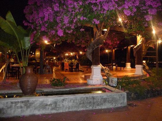 Meritus Pelangi Beach Resort & Spa, Langkawi: Niht time at reeption