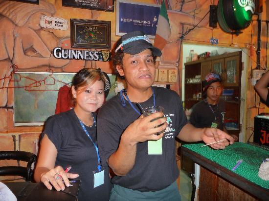 Meritus Pelangi Beach Resort & Spa, Langkawi: Yatie and Khia at Debbies bar