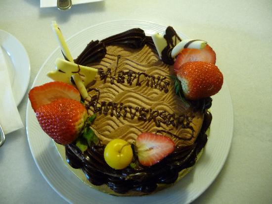 Meritus Pelangi Beach Resort & Spa, Langkawi: Our cake from the hotel