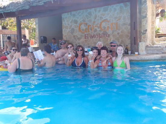 IFA Villas Bavaro Resort & Spa: our group by the swim up bar