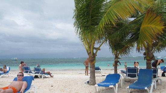 IFA Villas Bavaro Resort & Spa: enjoying the beach