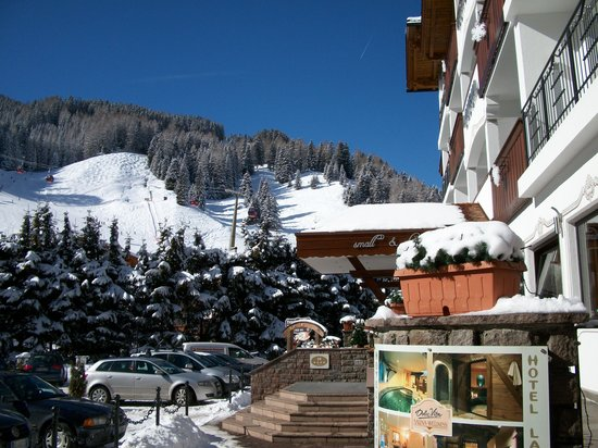 Hotel Laurin Small&Charming: Entrance - Snow