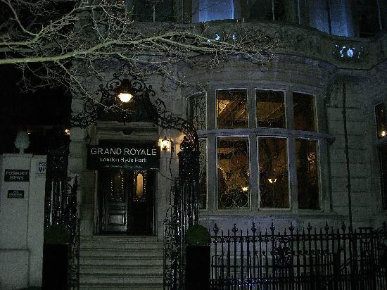 Grand Royale London Hyde Park: pretty at night