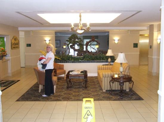 La Quinta Inn & Suites Bakersfield North: Hotel Lobby
