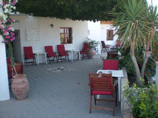 Chrysa Studios: Il cortile interno dove fare colazione al mattino