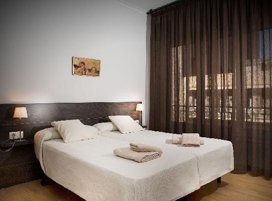 ClassBedroom: Sagrada Familia apartment