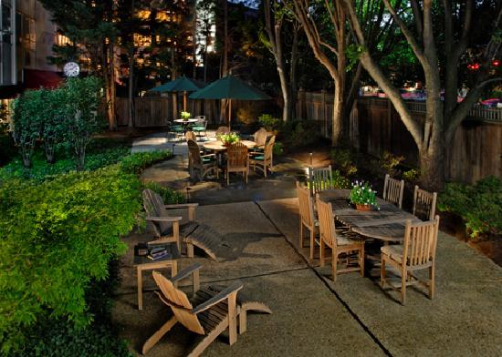 Bethesda Court Hotel: BCH Courtyard