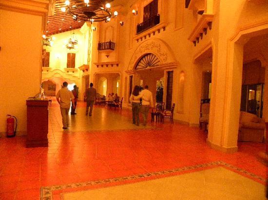 Tiran Island Hotel: Entrance lobby