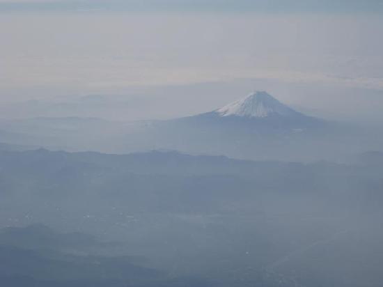 Yamagata Zao Onsen Ski Resort: 飛行機からの富士山